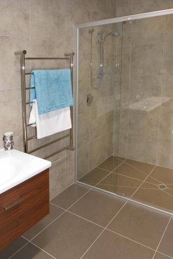 Tiled Ensuite Bathroom. Image: 13