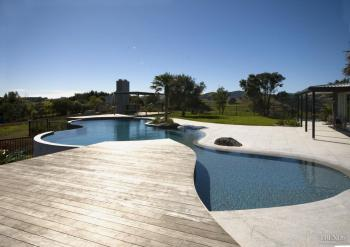 Bright water – new pool by Mayfair Pools. Image: 4
