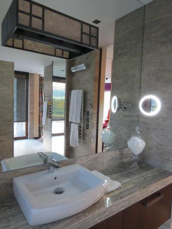Bathroom lighting - Queenstown. Image: 7