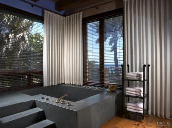 Summer siesta – adobe-style bathroom. Image: 13