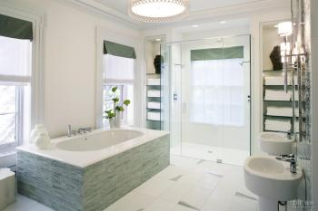 Call of the sea – Large and luxurious bathroom by Jamie Drake. Image: 20
