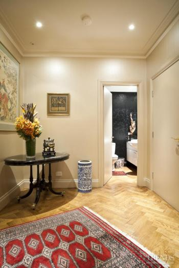 Touch of splendour – apartment by designer and antique dealer Roy Williams