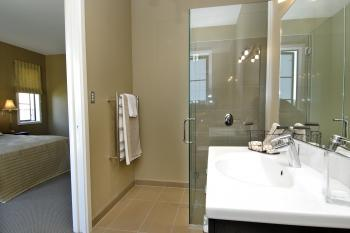 Ensuite Bathroom. Image: 5