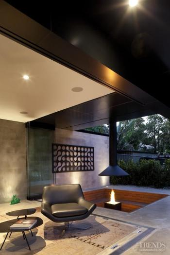 Black box – cube-like house by Chris Tate Architecture. Image: 8
