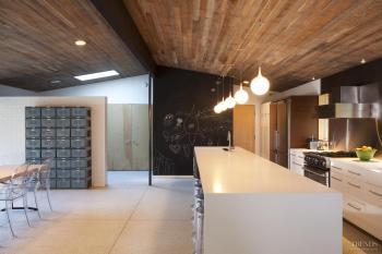 Mid-century modernized – A renovated kitchen by John DeForest Architects