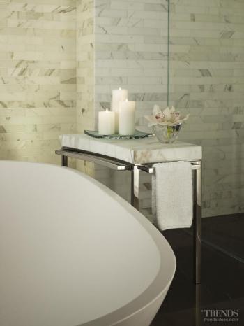 Artistic presence – bathroom by Mick De Giulio. Image: 6