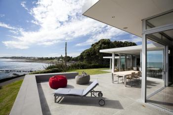 The living is easy – A contemporary seaside home by Michael Mansvelt
