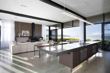 Open plan at Omaha Beach by Leuschke Group Architects. Image: 4