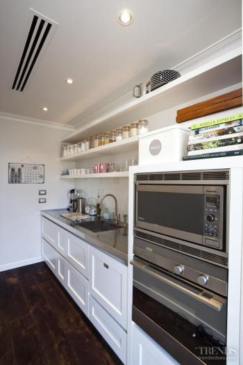 Simply marble – Carrara marble kitchen designed by Robyn Labb