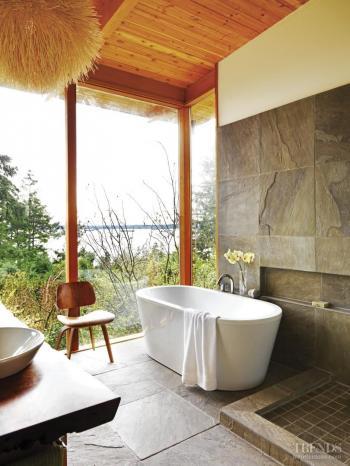 Bathing and birdsong. Image: 29