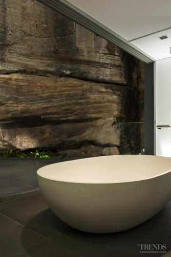 Natural complexion – ensuite noses into rugged cliffface