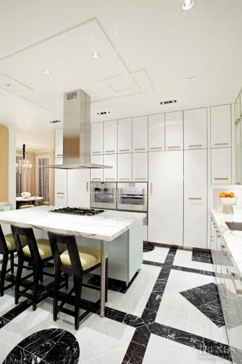 With a little glamour – Sophisticated kitchen designed by Jamie Herzlinger