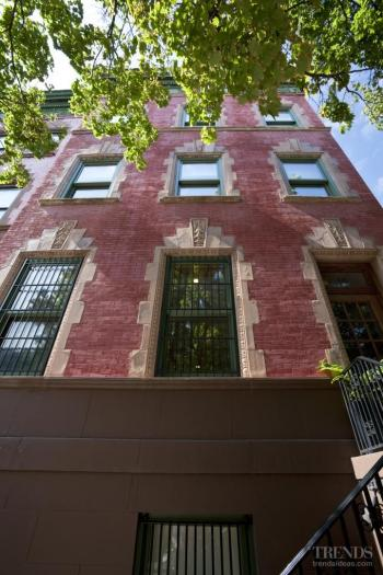 Pearl of Harlem – restored brownstone by Zivkovic Connelly Architects