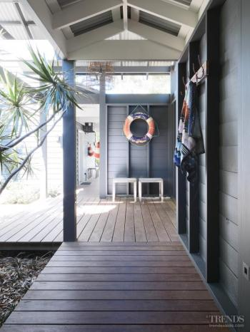 Peaceful retreat - Simple beach house renovation by Connor & Solomon Architects