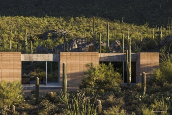 The rammed earth construction establishes a natural connection with the landscape