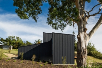 The north and south elevations are without windows to provide privacy from the road, the neighbour to the north and give the house a simple sculptural quality