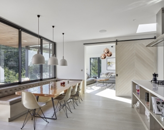 Inside, a simple broken plan arrangement allows for flexible living and accommodates family life by allowing different activities to take place simultaneously through the use of timber sliding doors