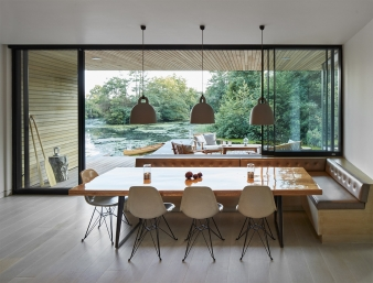 A key objective was to create simple, contemporary living spaces at the centre of the house that are orientated to benefit from the views of the surroundings