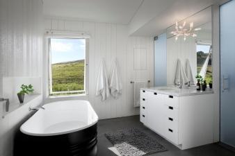 Bathroom in home by Turnbull Griffin Haesloop