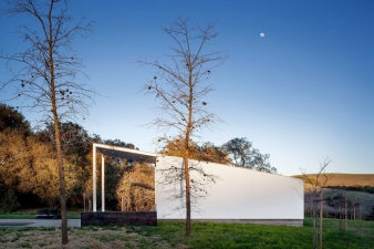 Pool pavilion in a new home by Turnbull Griffin Haesloop