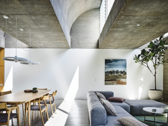 The house contains  three  in-situ shotcrete concrete vaults that  receive direct daylight that changes by the hour and season, or nuanced indirect ambient light on the curve of the textured north facing vaults