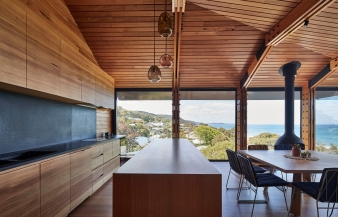 The lighting inside is very evocative and controlled so you can work or prepare a meal without flooding the space with light and compromising the view