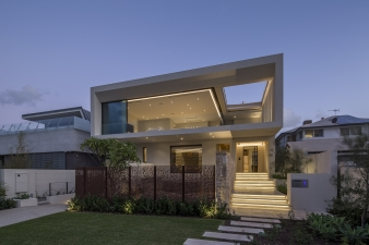 The house was to take advantage of the site and reflect the suburban beachside context