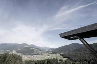 The cantilevered pool at Hubertus Hotel points to the views.