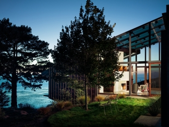Dusk view of clifftop house at Big Sur by Fougeron Architecture