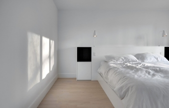 Bedroom in Montreal renovated home by Appareil Architecture