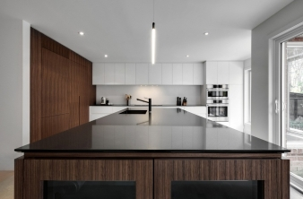 Kitchen benchtop in Montreal renovated home by Appareil Architecture