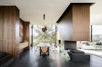 Living area in Oak Pass House by Walker Workshop