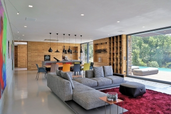 The interior is defined by a simple minimal design with the use of high quality pure materials such as timber and stone, together with industrial concrete floors and gypsum plaster