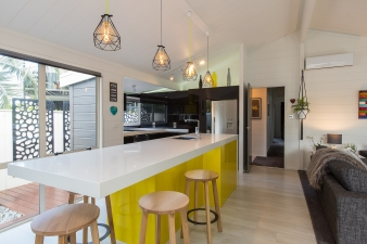 A large kitchen island with a 1000m overhang takes the space previously occupied by the dining room