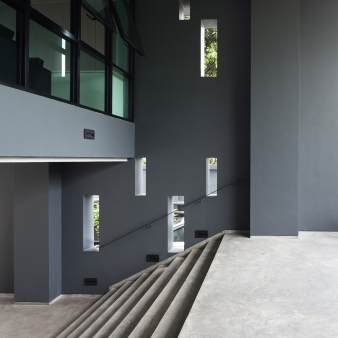 All circulation areas and hallways were designed to make use of natural ventilation and lighting