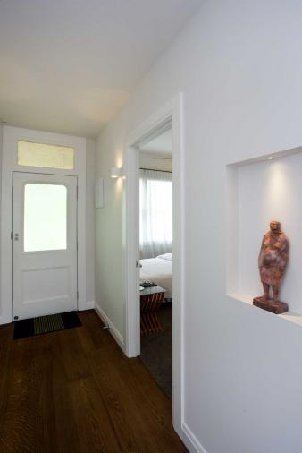 Hallway renovated villa. Image: 10