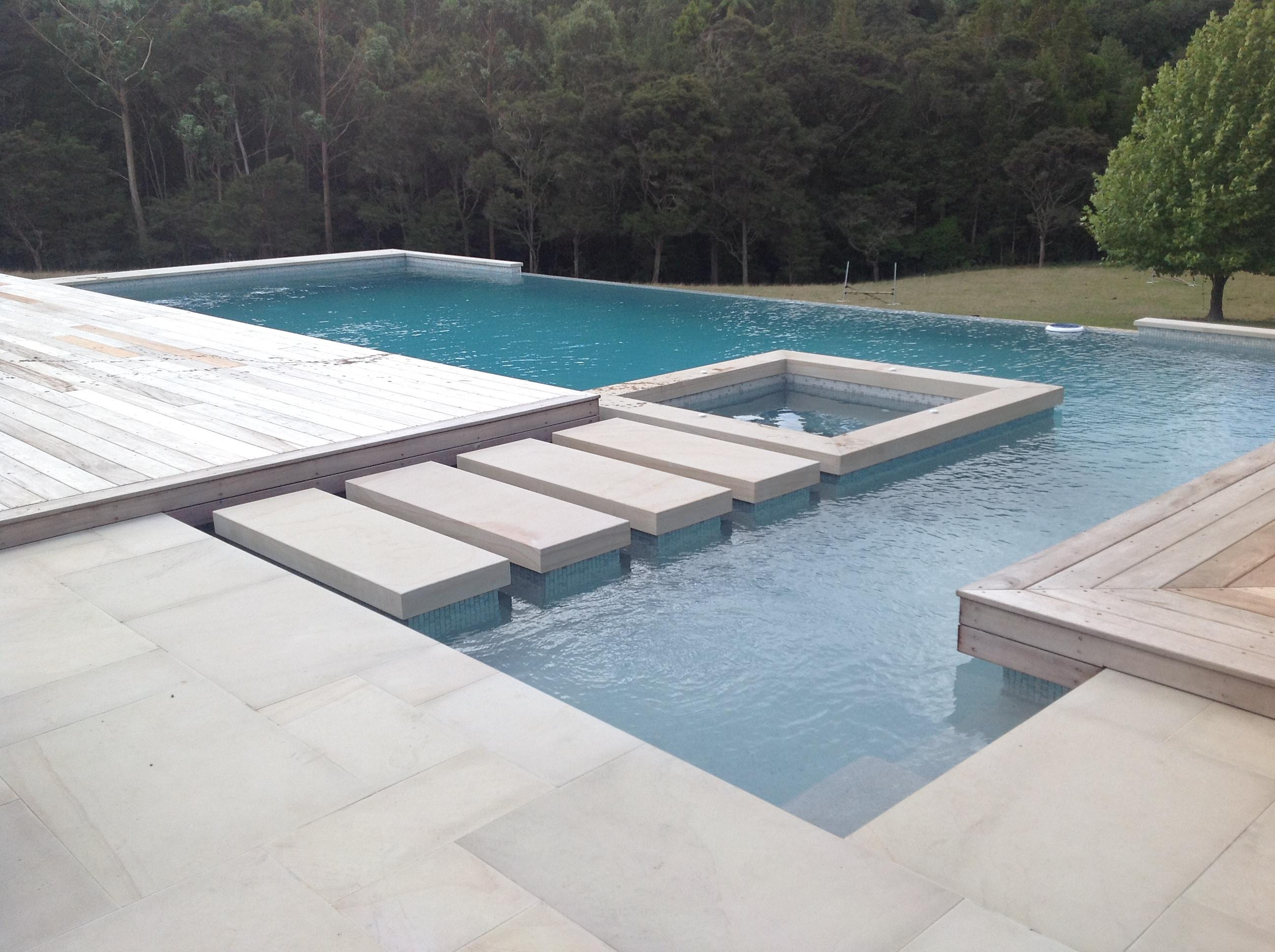 Residential swimming pools for Residential swimming pool designs