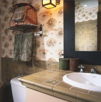 Wallpapered Bathrooms. Image: 3