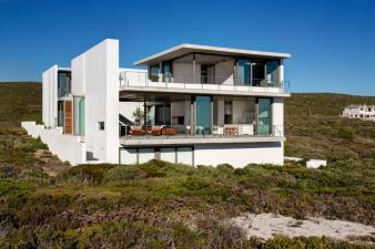 Pearl Bay Residence Modern Home. Image: 8